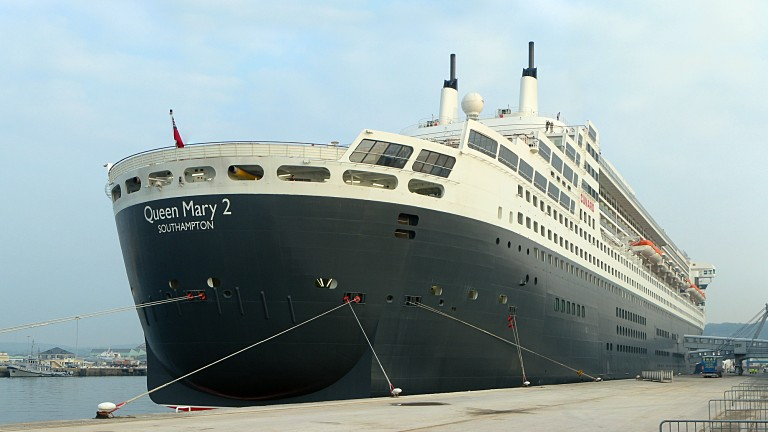 photo: Queen Mary 2. Cunard en escale à Cherbourg