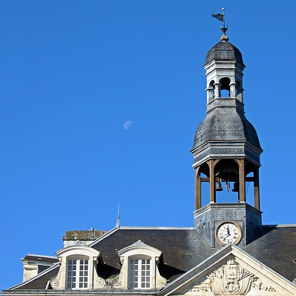 photo: Hôtel de lune. Auray affamé